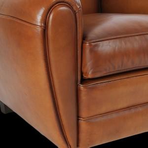 Accoudoir-fauteuil-club-Normandy-en-cuir-de-basane-pleine-fleur-coloris-miel-clair