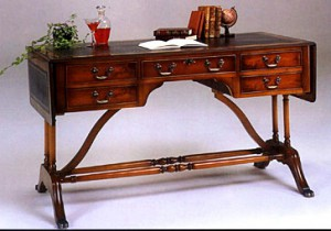 Bureau Anglais Georgian 5 tiroirs en bois d'acajou