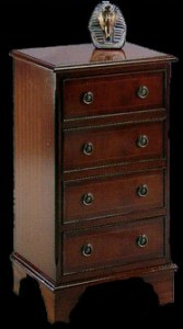 Commode plate Anglaise 4 tiroirs en bois d'acajou