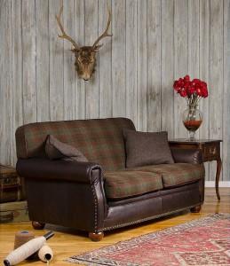 canape-anglais-montrose-assise-et-dos-tissu-cotes-et-devanture-cuir
