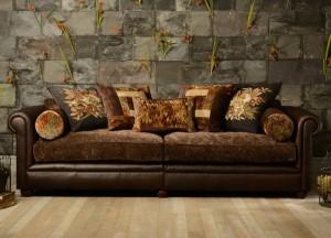 Canapé 3 places Churchill en cuir de vachette coloris Torino ebony et tissu coloris clémentine brown