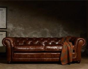 Canapé Chesterfield Norton en cuir de vachette assise coussins plume