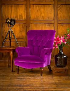 Fauteuil Regent en tissu de velours coloris modena velvet aubergine