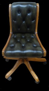 Chaise de bureau Regency en cuir de vachette coloris vert patiné teinte de bois merisier