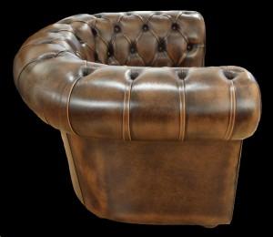 fauteuil-chesterfield-vue-de-cote-en-cuir-de-vachette-coloris-marron-patine