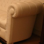 chesterfield-angle-plisse-soleil-cuir-vachette-blanc