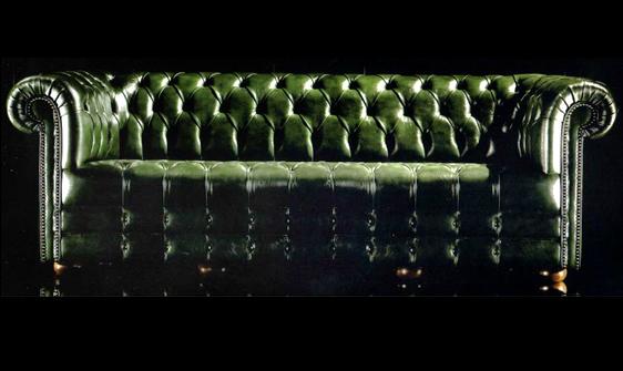 canapé 3 places Chesterfield en cuir de vachette coloris vert patiné