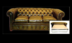 Canapé 3 places Chesterfield convertible en cuir de vachette coloris vert bronze patiné