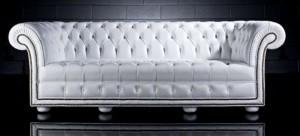 Canapé 3 places Chesterfield Wesbury en cuir de vachette rancho coloris blanc