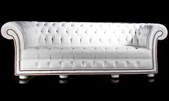 Canapé 3 places Chesterfield Wesbury en cuir de vachette rancho coloris blanc