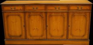 buffet style Anglais 4 portes 4 tiroirs en bois d'if