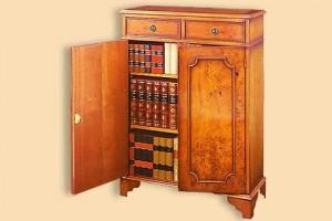 Bibus haut Anglais en bois d'if 2 portes et 2 tiroirs