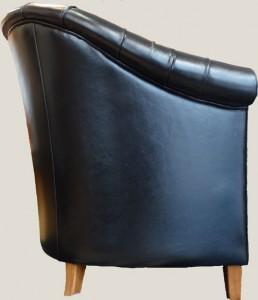 Fauteuil Baby Chesterfield vue de face en cuir de vachette coloris noir