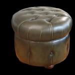 pouf-chesterfield-rond-en-cuir-de-vachette-coloris-vert-bronze-patine