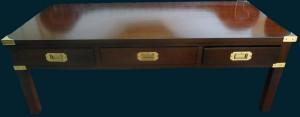 Table basse marine 3 tiroirs en bois de merisier teinté acajou