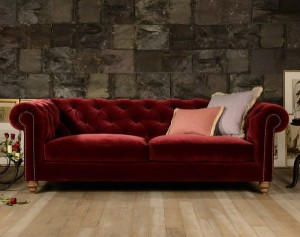 Canapé Chesterfield Coniston assise coussins plumes tissu coloris Dahlia Red Oscar Velvet