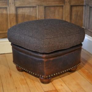 Pouf Anglais Stornoway en cuir et tissus