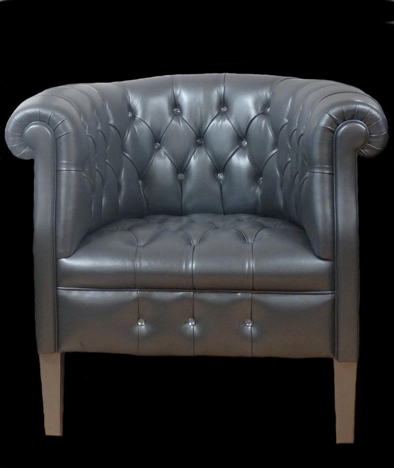 Petit fauteuil Chesterfield en cuir de vachette  coloris argent boutons Swaroski