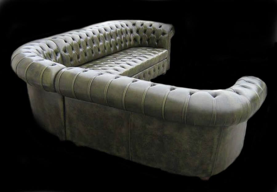 canape chesterfield d angle vue de dos en cuir de vachette coloris vert patine longfield 1880. Black Bedroom Furniture Sets. Home Design Ideas