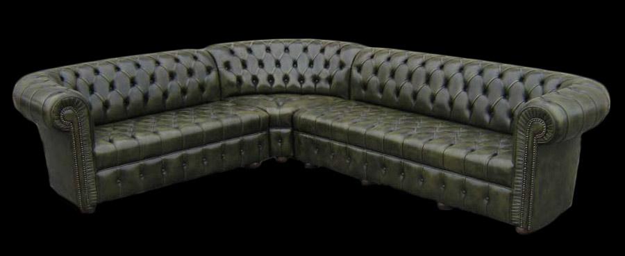 Canapé Chesterfield d'angle assise capitonné en cuir de vachette coloris vert patiné