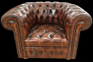 Fauteuil chesterfield en cuir de vachette coloris whisky patiné