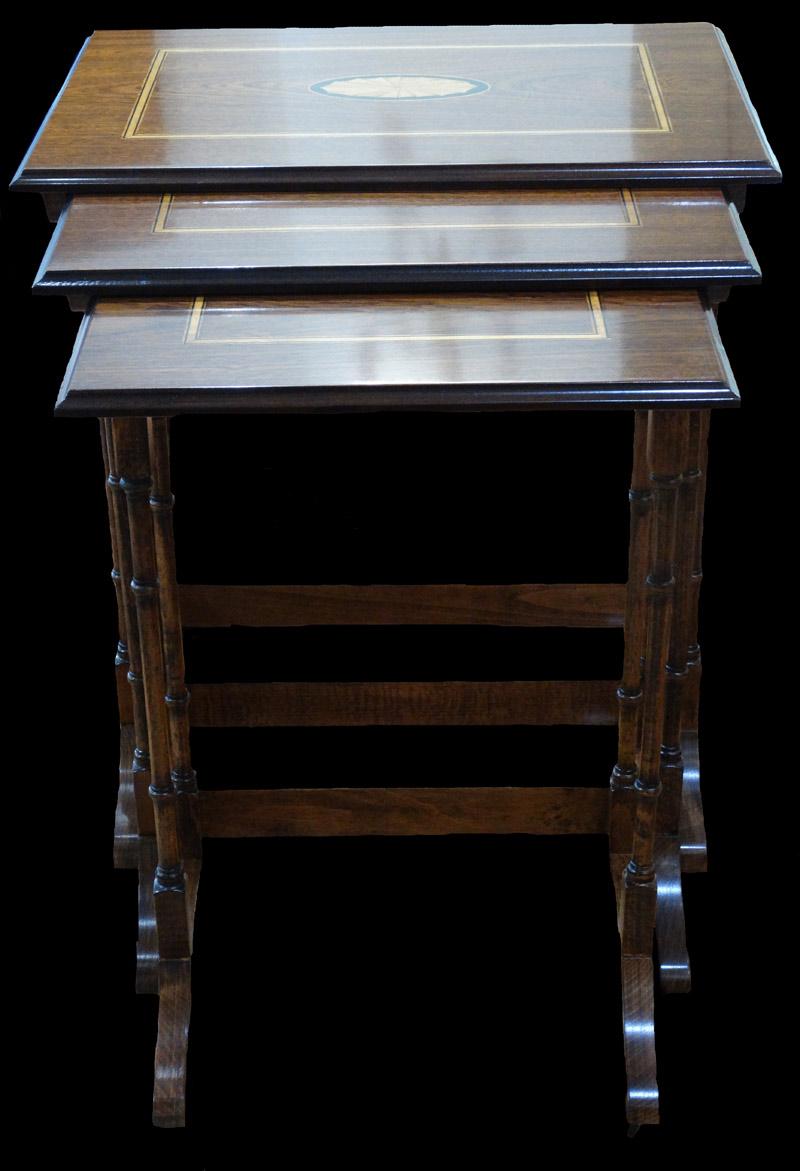 Table Gigogne en bois d'acajou et marqueterie